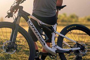 Subicicleta.com-2021-Orbea-Oiz-OMX-XC-bike_lightweight-carbon-cross-country-marathon-race-mountain-bike_XC-100m-TR-120mm